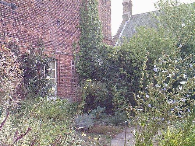 Gressenhall - GHall_garden.jpg (640px x 480px)